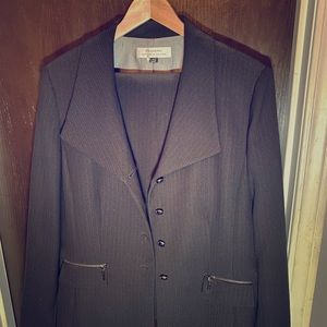 Size 16 black tahari pantsuit